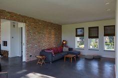 STENEN MUUR   WOLFS ARCHITECTEN   PROJECT VIA @THEARTOFLIVINGONLINE #woonkamer #wooninspiratie #livingroom #interiordesign #beton #concrete #brickwalls #landelijk #countryliving #industrial #wolfsarchitecten
