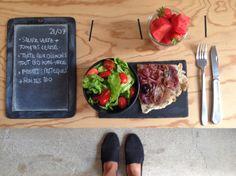 BENTO DU JOUR 21/07/2016 : Salade verte + tomate cerise - Tarte aux oignons tout bio home-made - Fruits : Pastèque + fraises