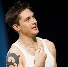 TH0019 - On stage - Tommy / Tom Hardy on stage - the performance at the theater
