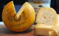 """Texelaar kaas Texel is een echt schapeneiland en de Texelse schapenkazen bestaan daarom reeds ruim 400 jaar. Op elke kaas wordt een typerend oud kaasmerk aangebracht bestaande uit een anker en de letters """"T"""" en """"X"""". Het is een halfharde kaas met een enigszins bleke kleur die pittig doch niet scherp smaakt. Voor deze kaas wordt bij voorkeur de melk van Texelaars, gekruist met Friese melkschapen gebruikt; deze schapen hebben op de Hoge Berg van Texel mogen grazen. Dutch Cheese, Dairy, Food, Wedding Ideas, Eten, Meals, Wedding Ceremony Ideas, Diet"""