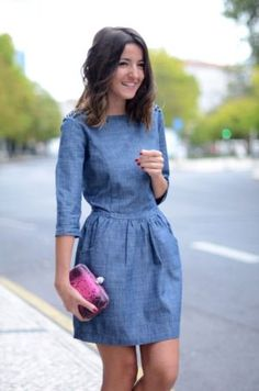 Outfits with denim dress With the arrival of spring-summer we have to look for garments that in addi Cute Dresses, Casual Dresses, Fashion Dresses, Denim Dresses, Denim Outfits, Blue Dress Casual, Navy Dress, Chambray Dress, Jeans Dress