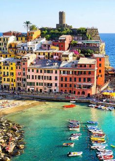 Cinque Terre is one of those places you must visit once in your life! Siena Toscana, Holiday Destinations, Travel Destinations, Wonderful Places, Beautiful Places, Cinque Terre Italy, Living In Italy, Regions Of Italy, Visit Italy