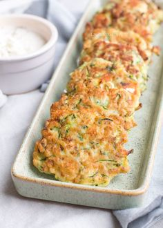 Hartige courgette pannenkoekjes - Laura's Bakery Easy Healthy Recipes, Lunch Recipes, Vegetarian Recipes, Cooking Recipes, Healthy Food, A Food, Good Food, Food And Drink, Yummy Food