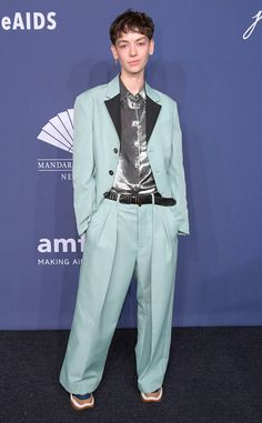 Brigette Lundy-Paine from 2020 amfAR Gala New York City The star looks effortlessly cool in a colorful pantsuit, shimmery silver button-down and eccentric sneakers. Casey Atypical, Pretty People, Beautiful People, Brigette Lundy Paine, 90s Grunge Hair, Inspiration Artistique, Androgynous, Girl Crushes, Celebrity Crush