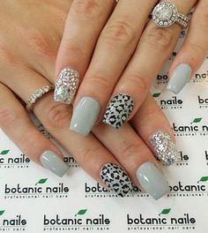 Subtle, very laid back and cool looking…Gray themed leopard nail art design. Subtle, very laid back and cool looking… Leopard Nail Art, Leopard Print Nails, Leopard Prints, Leopard Nail Designs, Gray Nail Art, Pink Cheetah Nails, Diy Nails, Cute Nails, Pretty Nails