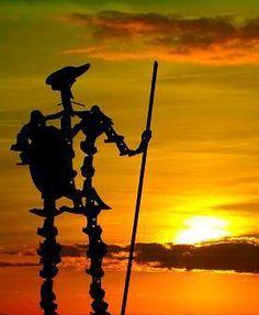 Escultura de Don Quijote de la Mancha en la Sierra de los Molinos de Mota del Cuervo (Cuenca). Realizada en forja de forma artesana con cuchillas de arado por el artesano moteño Domingo Bascuñana Bascuñán.