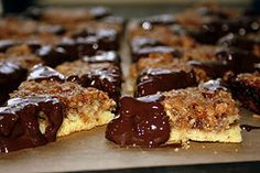 Nussecken for Christmas Time: Nut corners - a classic in all sizes - and not just at Christmas time.