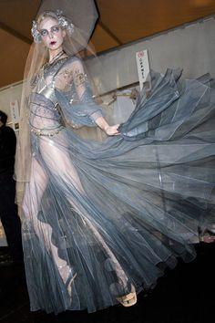 Tanya Dziahileva backstage at John Galliano Fall 2009 Ready to Wear Fashion Week Paris, Runway Fashion, Fashion Art, High Fashion, Fashion Show, Fashion Design, Fashion History, Fashion Details, John Galliano