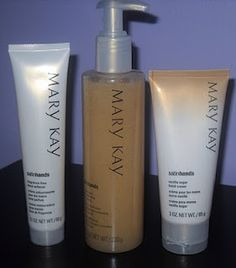 No need to walk around with dry cracked hand when you use Mary Kay's satin hands; My Beauty, Beauty Secrets, Hair Beauty, Mary Kay Satin Lips, Holiday Wishes, Dry Skin, Hair And Nails, Inspiring Women, Makeup