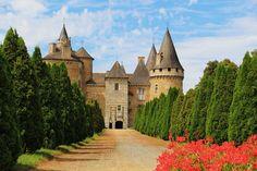 Château de Bonneval - Place aux Foires - Coussac-Bonneval - France Limousin, Monuments, Sp City, French Castles, Germany Castles, French Chateau, Old Buildings, France Travel, Amazing Architecture