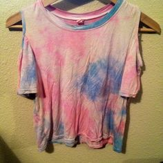 ⚡️TIE DYE CROP TOP ⚡️ Softest shirt ever. Tie dye with cut out sleeves and slightly cropped. Light pastel tones, unknown brand. Sz Small. NOT UNIF - marked just for show. UNIF Tops Crop Tops