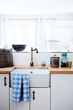 french farmhouse sink | photo lisa cohen/ wood counter tops