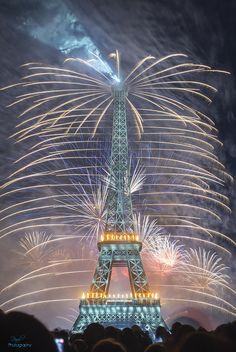 Et si vous pouviez composer un feu d'artifice aromatique ? Happy Bastille Day ! Passez un super #14juillet2014 ! #Paris With love, The oPhone team