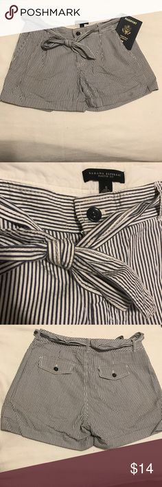 Banana Republic 'Martin fit' seer sucker shorts Excellent condition! Seer sucker shorts.  With cute belt that can be made into bow or knotted.  Cuffed at bottom. Banana Republic Shorts