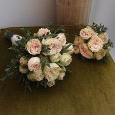 νυφικό μπουκέτο ..Δεξίωση   Στολισμός Γάμου   Στολισμός Εκκλησίας   Διακόσμηση Βάπτισης   Στολισμός Βάπτισης   Γάμος σε Νησί - στην Παραλία. Bridal Looks, Floral Wreath, Wreaths, Home Decor, Floral Crown, Decoration Home, Door Wreaths, Room Decor, Deco Mesh Wreaths
