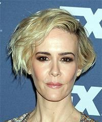 Sarah Paulson Short Wavy Casual Bob Hairstyle with Side Swept Bangs - Light Golden Blonde Hair Color - Lobfrisuren Face Shape Hairstyles, Wavy Bob Hairstyles, Easy Hairstyles, Virtual Hairstyles, Hairstyle Short, Hairstyles 2018, Hairstyle Ideas, Light Blonde Hair, Golden Blonde Hair