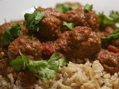Dried Chillies, Indian Cookbook, Lamb Meatballs, Curry Leaves, Indian Dishes, Garam Masala, Curry Recipes, Serving Dishes, Family Meals