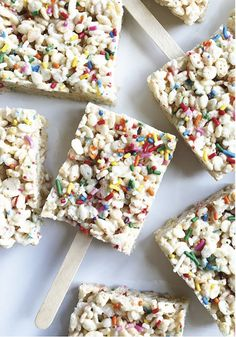 Add a little more color to your life with these Rainbow Rice Krispies Treats®. Use marshmallows, vanilla, rainbow sprinkles, and Rice Krispies® cereal to create an easy no-bake dessert that's as fun to look at as it is to eat. Rice Krispy Treats Recipe, Rice Crispy Treats, Krispie Treats, Rainbow Rice, Rainbow Sprinkles, Easy No Bake Desserts, Long Weekend, Rice Krispies, Vanilla