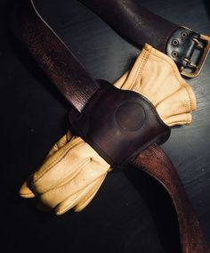 Leather Holster, Leather Pouch, Leather Tooling, Leather Men, Leather Kits, Leather Pattern, Mens Gloves, Leather Projects, Leather Accessories