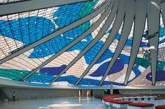 Os restauro dos vitrais da Catedral de Brasília - Brasília 50 anos