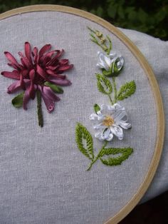 Wonderful Ribbon Embroidery Flowers by Hand Ideas. Enchanting Ribbon Embroidery Flowers by Hand Ideas. Ribbon Art, Ribbon Crafts, Fabric Crafts, Sewing Crafts, Ribbon Flower, Diy Crafts, Silk Ribbon Embroidery, Embroidery Applique, Cross Stitch Embroidery