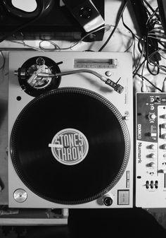 Workspaces Of Djs And Music Freaks Dj Music, Sound Of Music, Dance Music, Music Stuff, Music Is Life, Technics Sl 1200, Dj Decks, Dj Gear, Dj Equipment