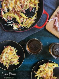 Fries with bacon, mayonnaise and cheese | via www.gastroadikta.com