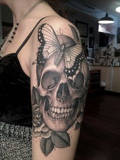 Erik Jacobsen tattooed this skull and death's head moth.