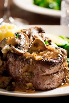 Big Sexy Steaks, Filet Mignon with Tarragon Mushrooms and Shallot Vermouth Reduction Sauce yum :) Romantic Dinner Recipes, Romantic Dinners, Dinner Ideas, Romantic Picnics, Picnic Ideas, Steak Recipes, Cooking Recipes, Healthy Recipes, Steaks