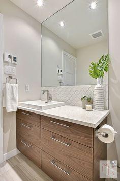 Salle de bain Bathroom Furniture, Bathroom Interior, Flat Interior, Bathroom Trends, Modern Bathroom Design, Small Bathroom, Household, Decoration, Cob House Kitchen