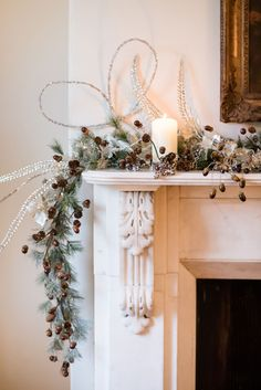 The 53 best CHRISTMAS MANTELPIECE DECORATION images on Pinterest in ...