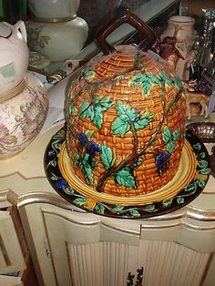 Majolica bee skep cheese dome