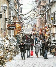 Hope you all had a beautiful holiday weekend! We are heading out to hit the shops in a bit. I wonder how many presents we will find on sale. 😉 Beautiful seasonal image from ❄️☃️❄️ Quebec Winter, Winter Szenen, I Love Winter, Winter Magic, Winter Ideas, Christmas Scenery, Christmas Town, Winter Christmas, Le Petit Champlain