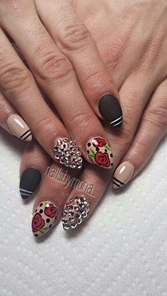 Stiletto Nails instagram: nailsbymona_