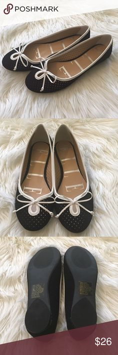 HP{ELLE} Black Flats Host Pick 6/29 Casual Cool Party {ELLE} Black Flats. Size: 7. New, never worn. Elle Shoes Flats & Loafers