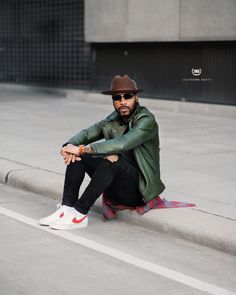 Suit Fashion, Nike Fashion, Mens Fashion, Zapatillas Nike Cortez, Fedora Outfit, Leather Jacket Outfits, Outfits With Hats, Gentleman Style, Men Looks