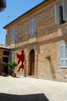 Facciata della casa di O. Licini #marcafermana #montevidoncorrado #fermo #marche