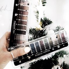 It's beginning to look a lot like Christmas...especially with our stunning shimmer & Matte eyeshadow palettes!