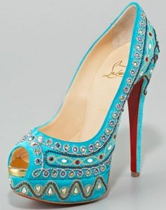 Estilo Bollywood de Louboutin. If only they weren't peep toe...