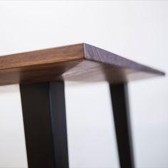 Massivholztisch mit Unterfräskante. Home Decor, Tables, Decoration Home, Room Decor, Home Interior Design, Home Decoration, Interior Design