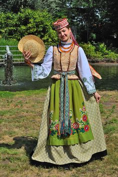 Traditional Costumes of Lithuania . Costumes Around The World, Folk Clothing, 20th Century Fashion, Ethnic Dress, Folk Costume, Ethnic Fashion, Traditional Dresses, How To Wear, Amber Necklace