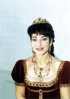 Maria Callas in Tosca Maria Callas, Divas, Set Design Theatre, Fairy Princesses, Opera Singers, Queen Elizabeth Ii, Classical Music, Yorkie, Famous People
