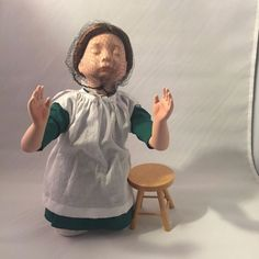 Beautiful Knowles Porcelain Amish Blessing at Prayer Girl Doll Fist Collection