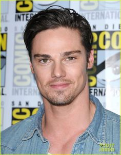 Google Image Result for http://cdn01.cdn.justjared.com/wp-content/uploads/2012/07/kreuk-comic/kristin-kreuk-jay-ryan-beauty-and-the-beast-at-comic-con-08.jpg