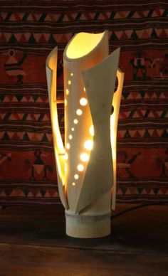 You may need this kind of lamp design. Hence, especially if you want to make a unique and natural interior in your home. Thus, a bamboo lamp design comes in some random shapes and sizes. Bamboo Light, Bamboo Lamps, Luminaire Original, Lampe Tube, Bamboo Architecture, Bamboo Furniture, Furniture Dolly, Luxury Furniture, Bamboo Crafts