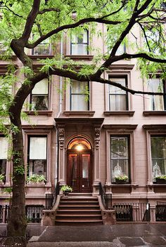 Italianate row house (1870), 216 Columbia Heights, Brooklyn Heights, New York by lumierefl, via Flickr