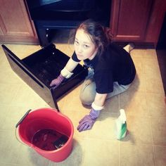 She makes me the happiest! Clean that stove babe! @jessicanichole007 #wcw #weekendproject #cleaning