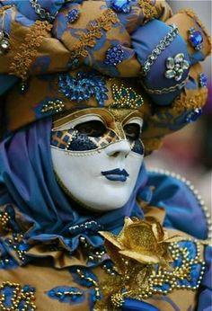 Venice Carnival is beautiful. Venice Carnival is beautiful. Mardi Gras Carnival, Venetian Carnival Masks, Carnival Of Venice, Venetian Masquerade, Masquerade Ball, Venice Carnivale, Masquerade Costumes, Costume Venitien, Venice Mask