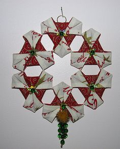 This little Christmas wreath was made using origami with fabric. ODT - Overlapping.