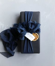 Gift Wrapping ideas with Silk & Willow silk ribbon. - Gift Wrapping ideas with Silk & Willow silk ribbon. Best Picture For DIY decorating boho For Your - Present Wrapping, Creative Gift Wrapping, Creative Gifts, Diy Wrapping, Wedding Gift Wrapping, Birthday Wrapping Ideas, Elegant Gift Wrapping, Wrapping Papers, Christmas Gift Wrapping